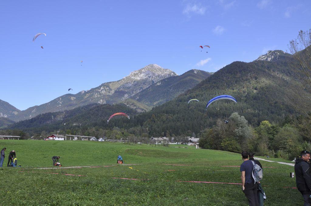 Srečanje jadralnih padalcev na Potoški gori
