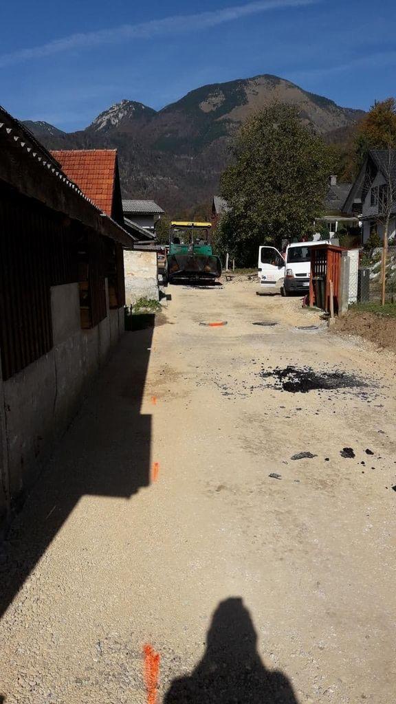 Asfaltiranje ulice v zgornjem delu Tupalič