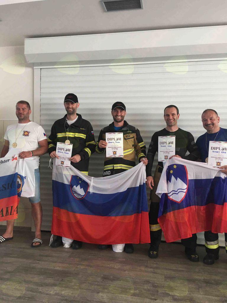 Gasilci PGD Vnanje Gorice na tekmovanju na Češkem