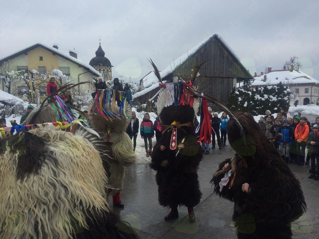 Kurenti v Logatcu preganjali zimo