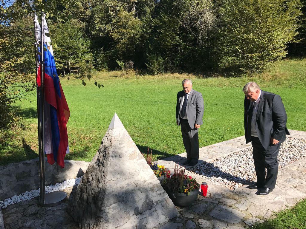 Poklonila sta se padlim ruskim vojnim ujetnikom