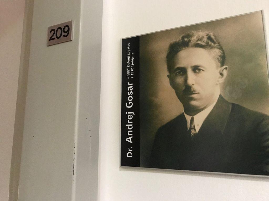 Soba 209 v Hotelu Korotan na Dunaju v spomin na pravnika, ekonomista in sociologa dr. Andreja Gosarja