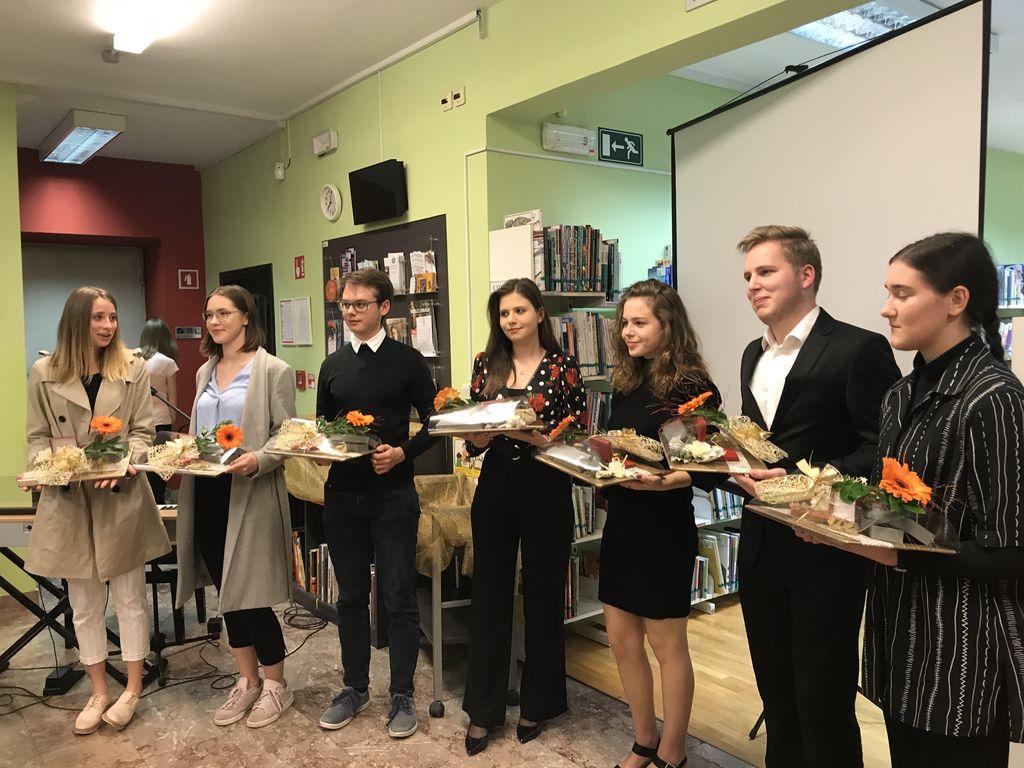 Podeljena županova priznanja Zlatim maturantom v občini Logatec