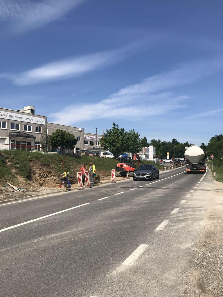 Začela se je izgradnja hodnika za pešce od krožišča Martinj hrib do uvoza v Obrtno cono Logatec