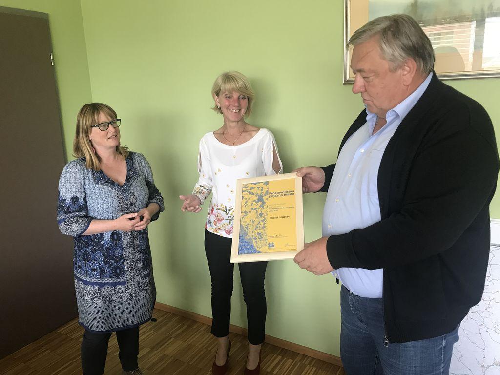 Občini Logatec podeljeno priznanje »Prostovoljstvu prijazno mesto 2020«