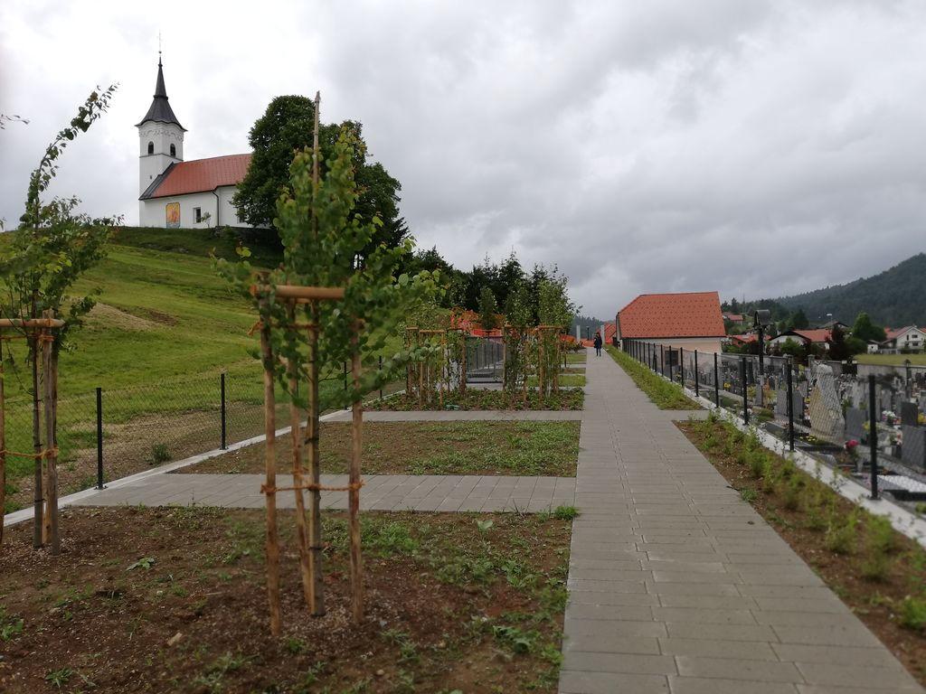 Razširitev pokopališč v Dolenjem in Gorenjem Logatcu