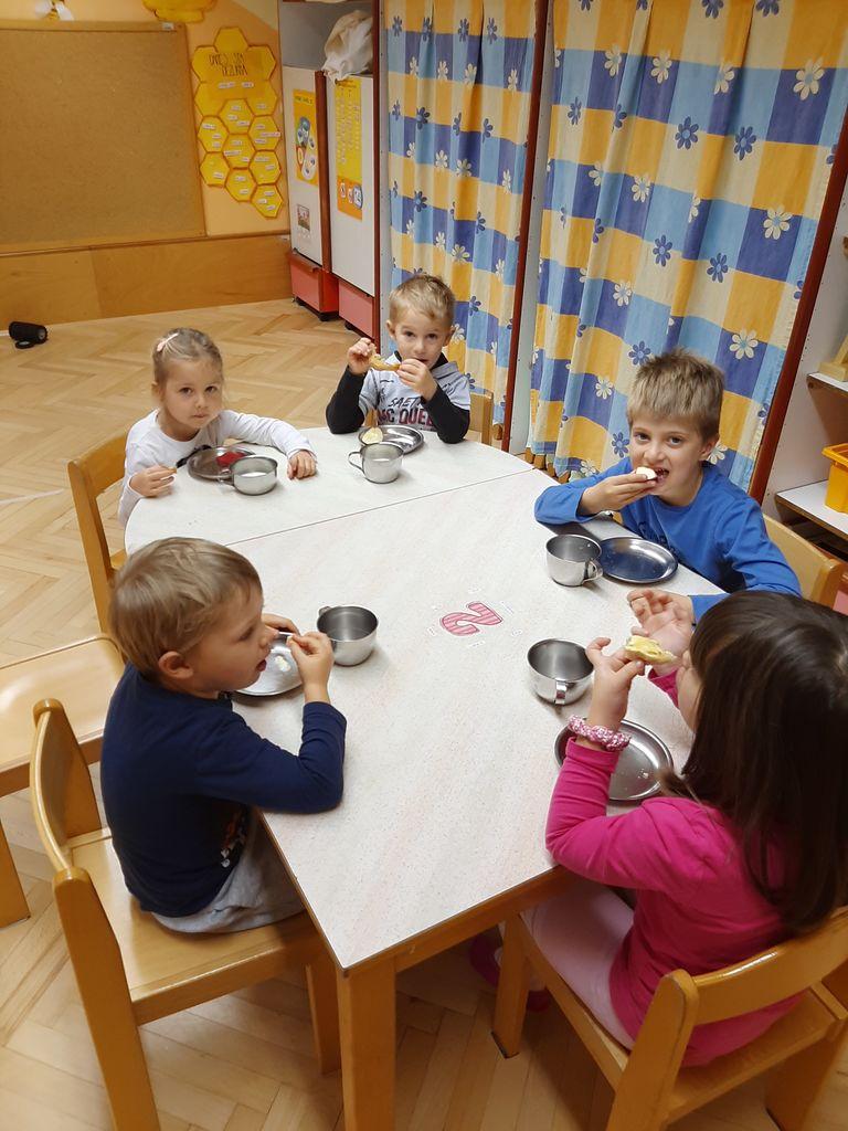 Tradicionalni slovenski zajtrk v Vrtcu Kurirček Logatec