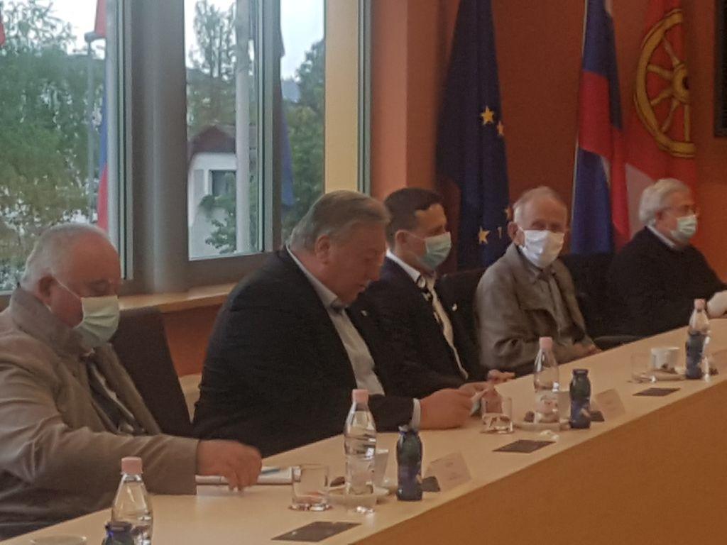 Minister Vrtovec v Logatcu zagotovil obnovo železniške postaje in cestno povezavo iz Kalc na avtocesto