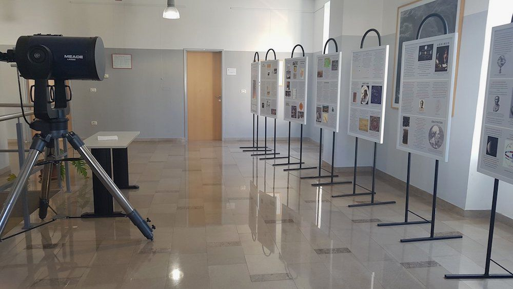 """Razstava """"Astronomija skozi čas"""" na Univerzi v Novi Gorici"""