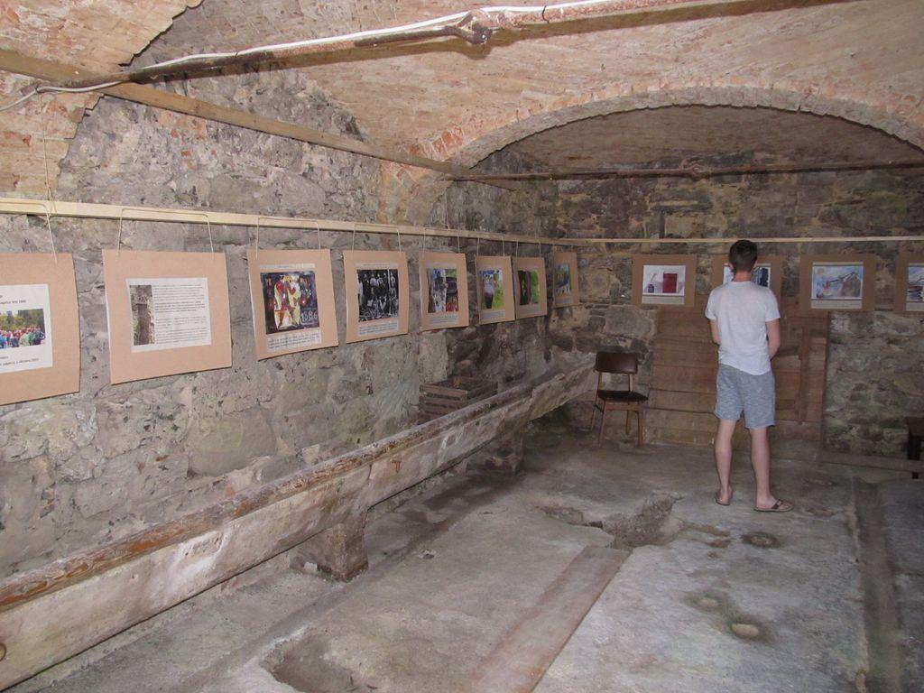 Otvoritev razstave in pohod do jame