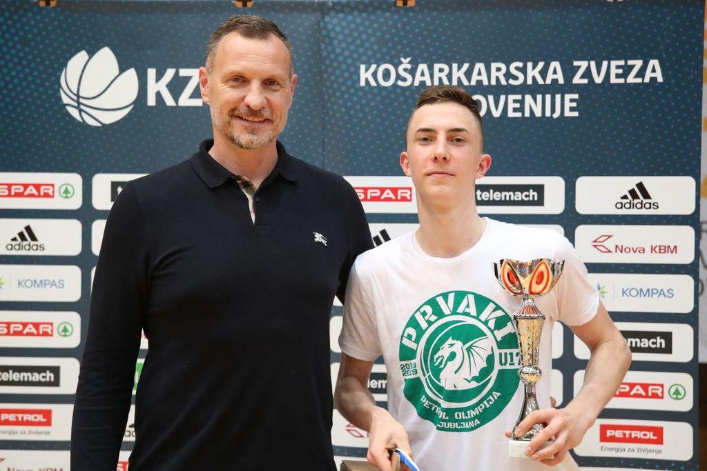 Kimu je kot najkoristnejšemu igralcu turnirja čestital selektor slovenske reprezentance Rado Trifunović