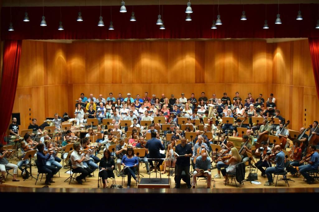 Pevci in orkester Haydn iz Bolzana na vaji pod vodstvom dirigenta Juraja Valčuhe.