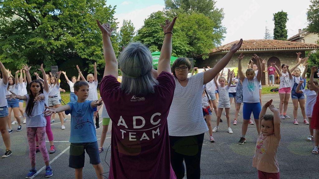 Plesni klub ADC 'miga v vse smeri'