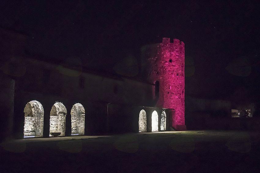 Stolp oktobra v rožnatem