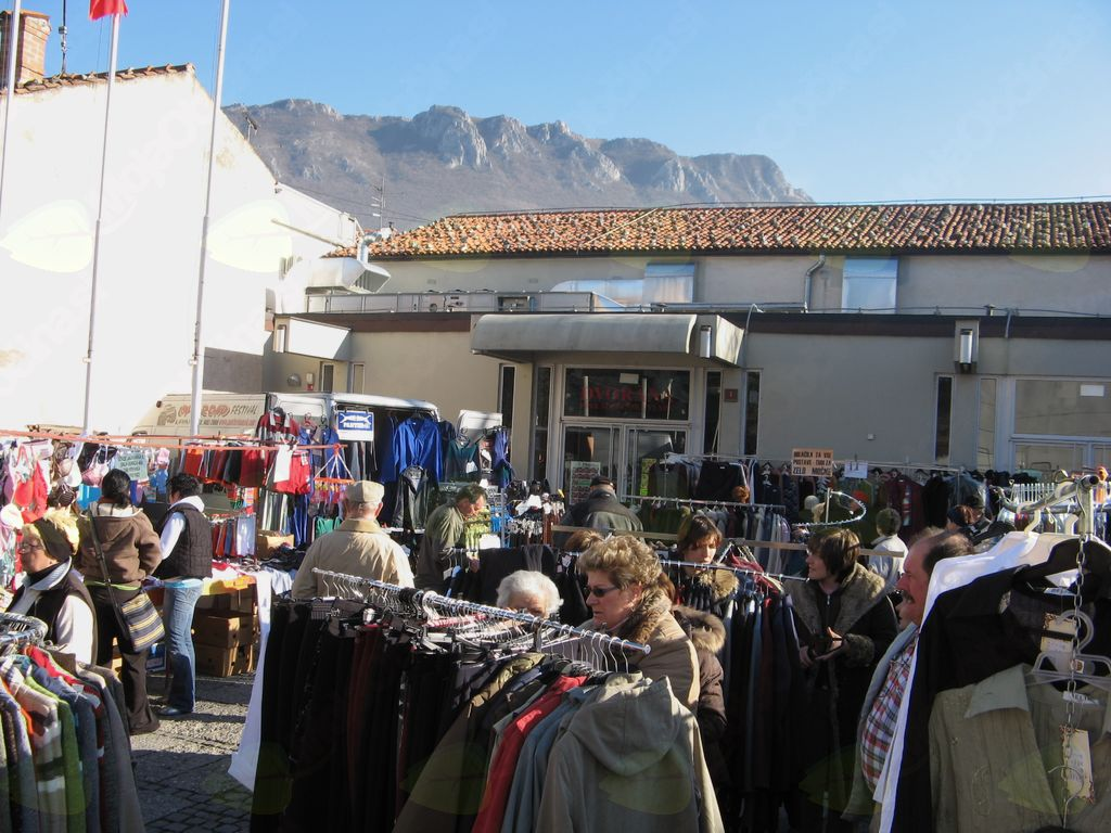 Četrtkova tržnica se seli pred stadion