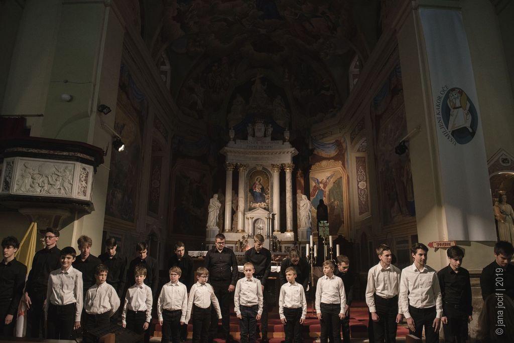 Fantovski in deški zbor Emil Komel - foto Jana Jocif