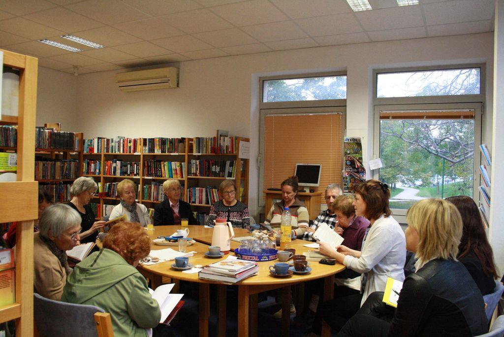 Knjižno srečanje ob kavici Foto arhiv LKA