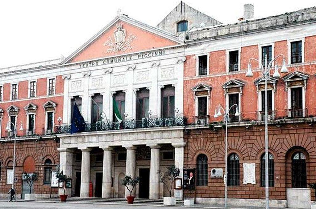 Prizorišče prvega koncerta - Gledališče Piccinni v Bariju