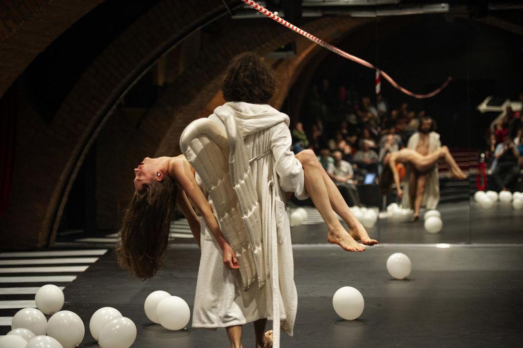 Prizor iz predstave z naslovom še nima naslova