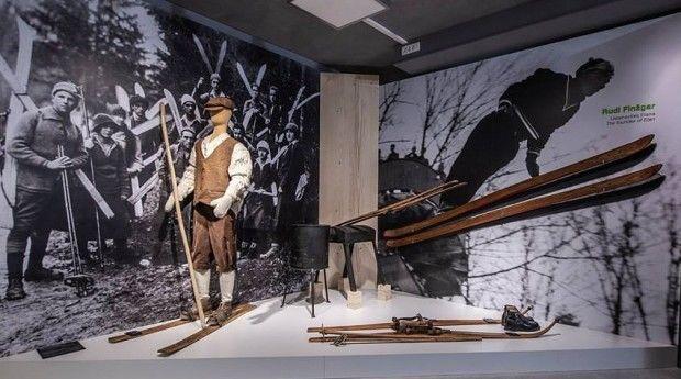 Slovenski alpski smučarski v Begunjah. Čibejeve snežke na začetku zbirke muzeja v Elanu Foto Emil Velikonja