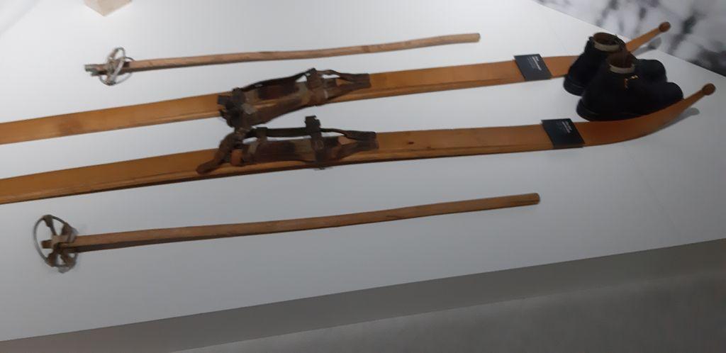 Čibejeve snežke v Alpskem smučarskem muzeju Foto Emil Velikonja