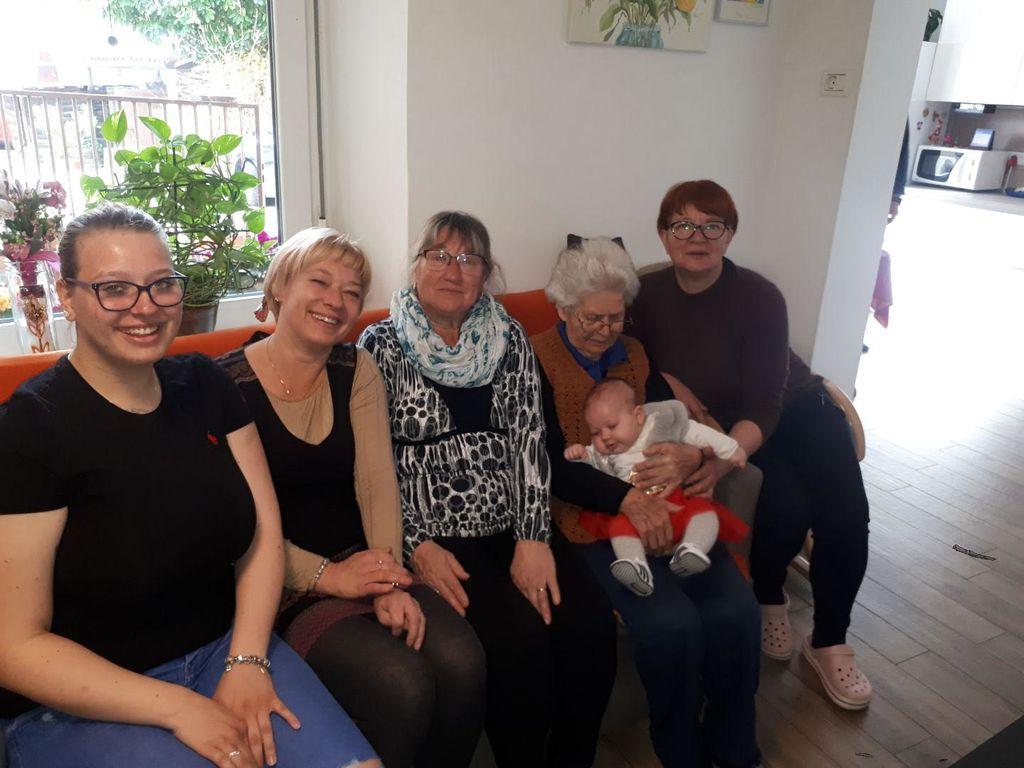 Druženje petih generacij