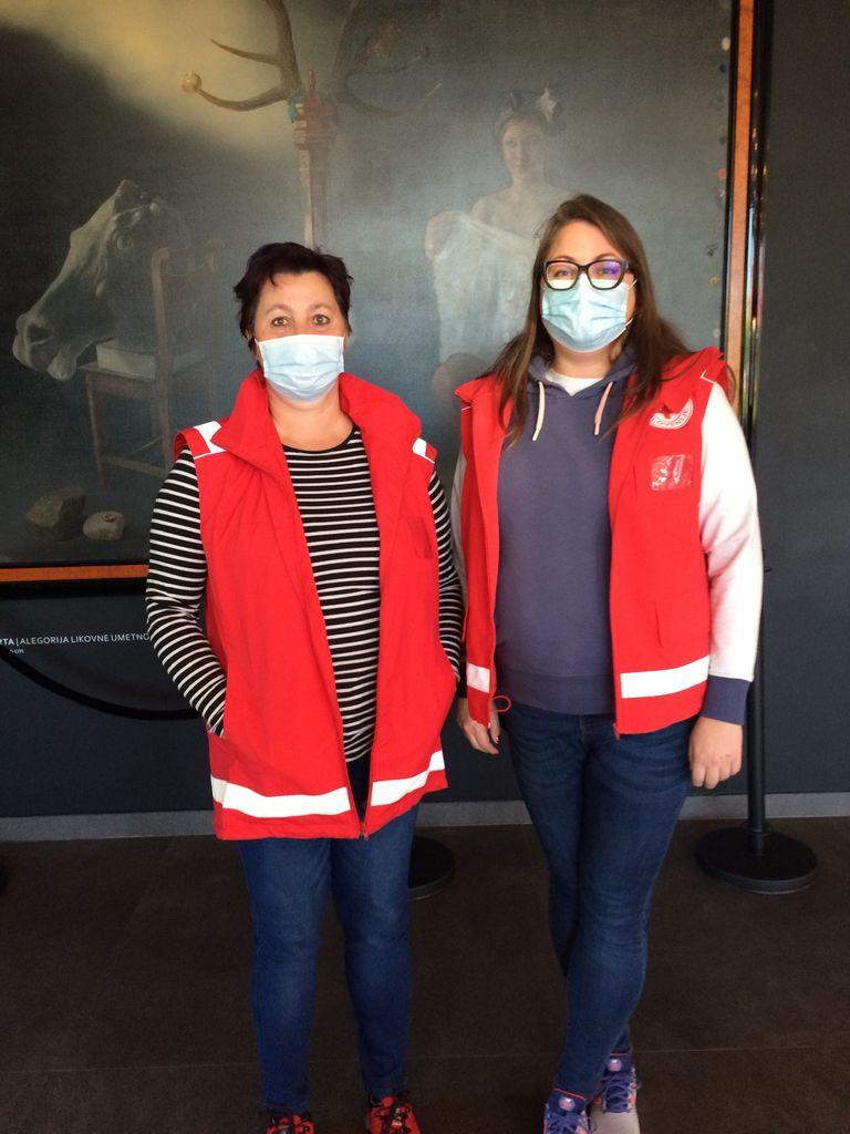 Mojca Gregorc s Polzele (na levi) in Anja Donko iz Prebolda (na desni), članici naših bolničarskih ekip prve pomoči.