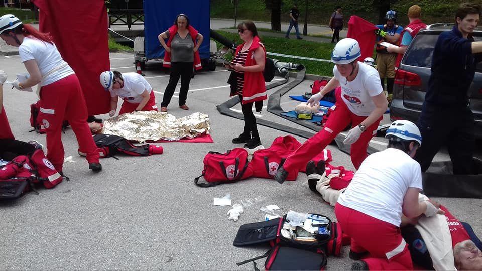 Ekipa prve pomoči RKS - OZ Žalec Občina Prebold pri prikazu nudenja prve pomoči do prihoda NMP.