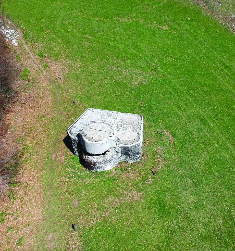 Eden izmed tipičnih tipskih bunkerjev Rupnikove linije. Nad Zaplano/Prezidom. Foto: Maj Juvanec