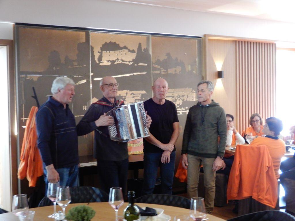 Predstavitev skupin v Hotelu Ajdovec. Foto: Romana Ivačič.