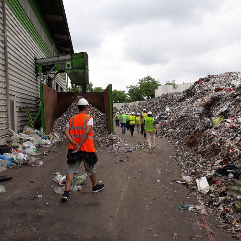Center za ravnanje z odpadki v Spodnjem Starem Gradu: gore odpadkov.