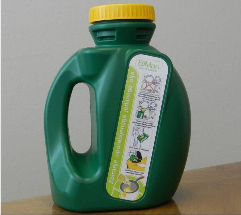Posoda za zbiranje odpadnega jedilnega olja v gospodinjstvih.