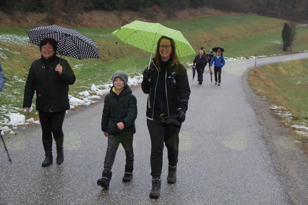 Po poti Cankarjeve matere kljub dežju