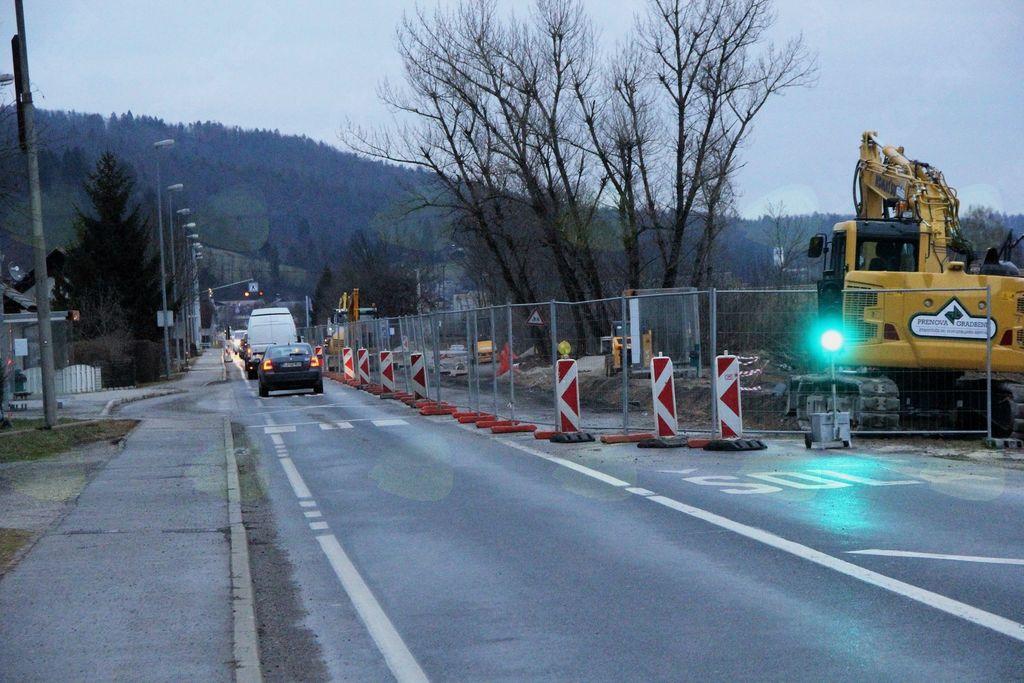 Urejanje cest na Logu poteka s polno paro