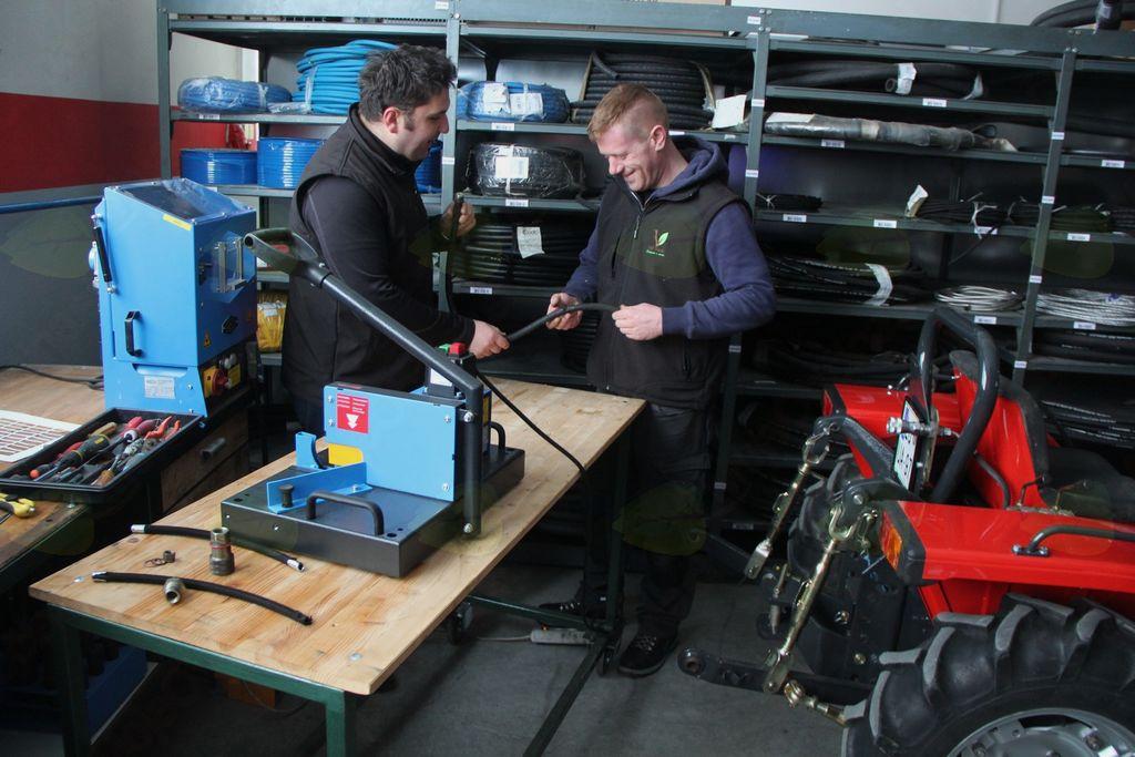 Popravilo hidravličnih sklopov pri kmetijski in gradbeni mehanizaciji