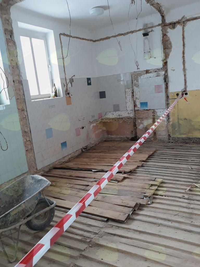 Sneženje ni upočasnilo obnove Stare šole