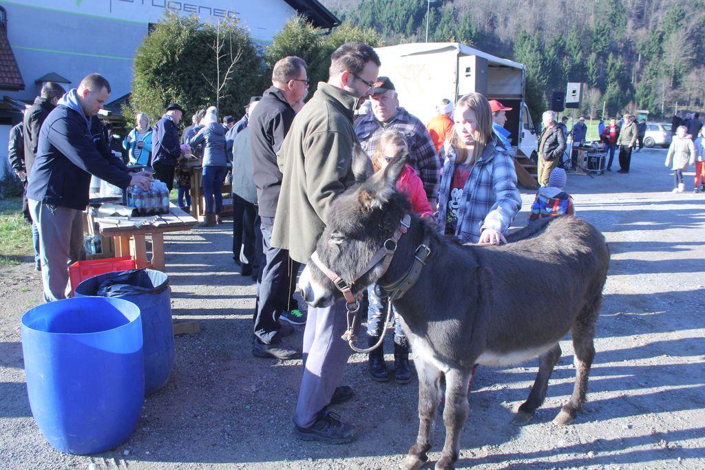 Blagoslov konj na Vrzdencu privabil veliko obiskovacev