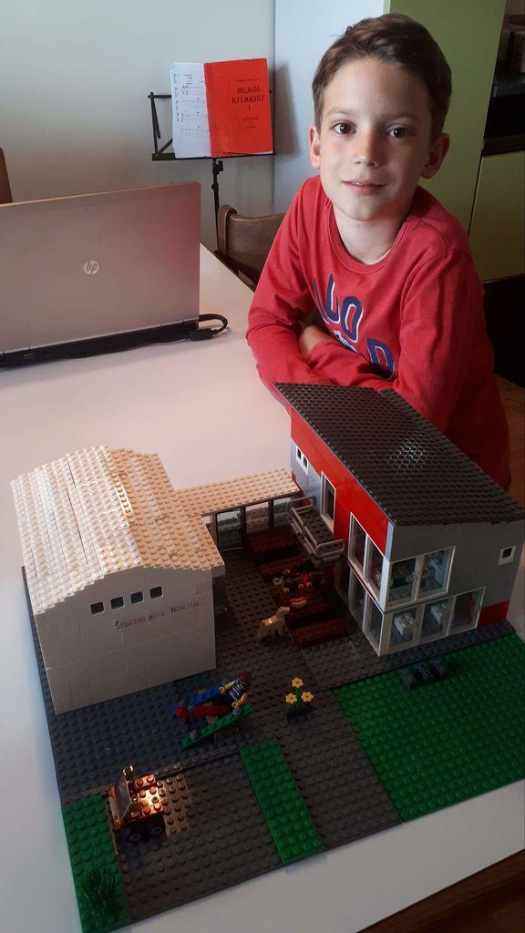 Iz lego kock se, kot kaže, lahko sestavi zelo natančno dodelano maketo stavb v horjulski občini.