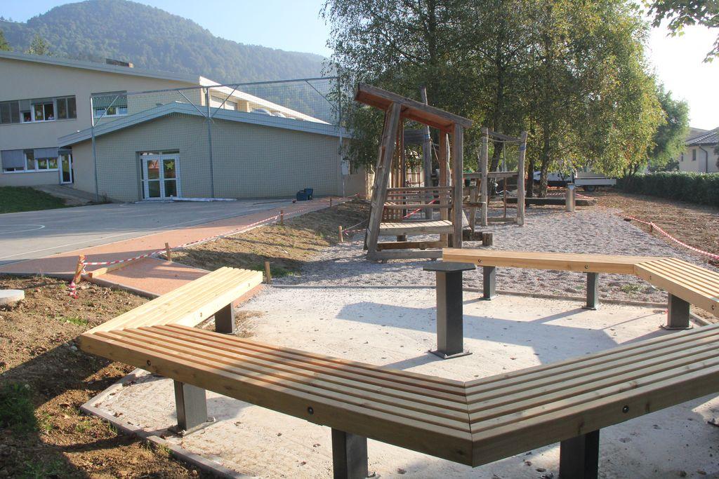Osrednji del bo urejen ololi velike okrogle mize.