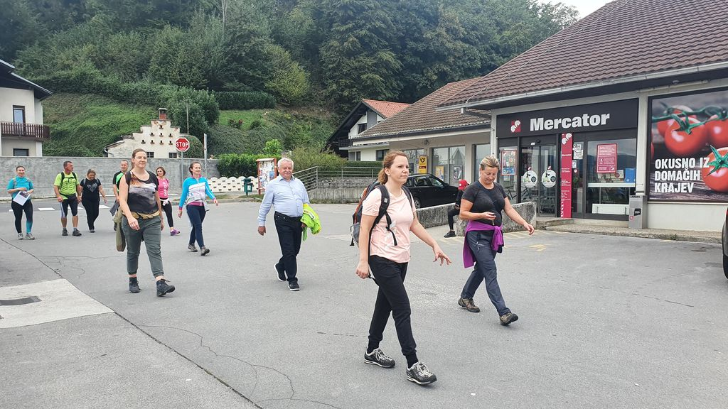 Pohod občinskih delavcev v občino Log - Dragomer