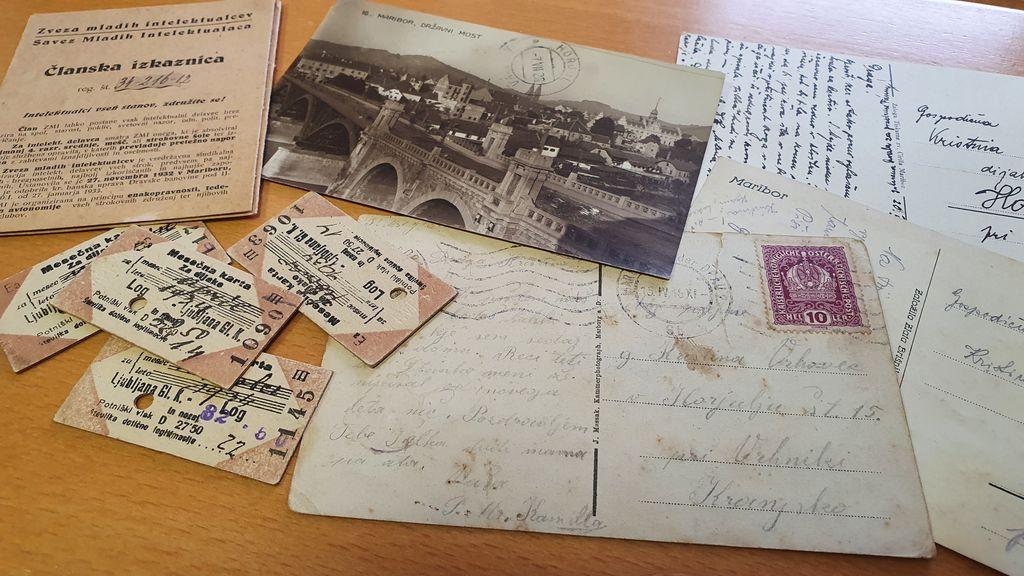 Na občini Horjul so zbrali že nekaj fotografij, razglednic, vozovnic in celo ljubezensko pismo, ki so bili last Kristine Brenk.