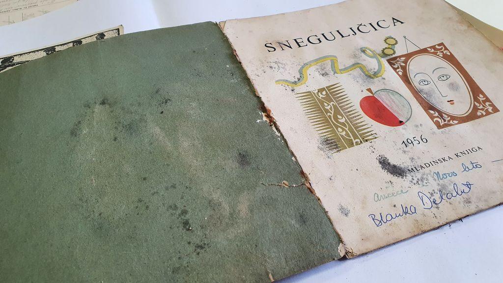 Knjižica Sneguljčica iz leta 1956.