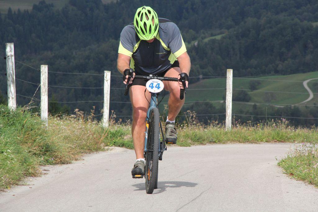 Rekreativno kolesarjenje med občinami ni dovoljeno. Slika je simbolna.