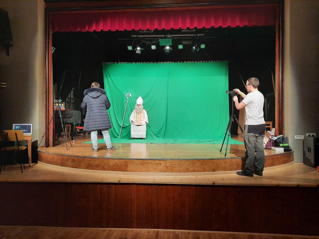 Miklavža smo uspeli ujeti med snemanjem videa v Prosvetnem domu Horjul.