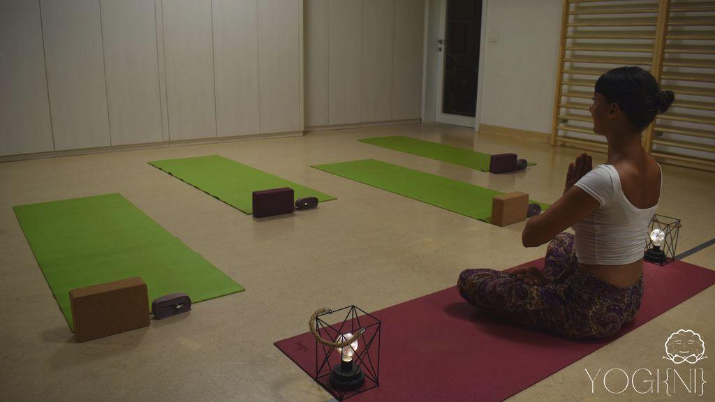 Yogi{ni} joga v športnem parku Horjul