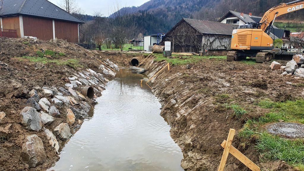 Dela so se začela v osrednjem delu vodotoka.