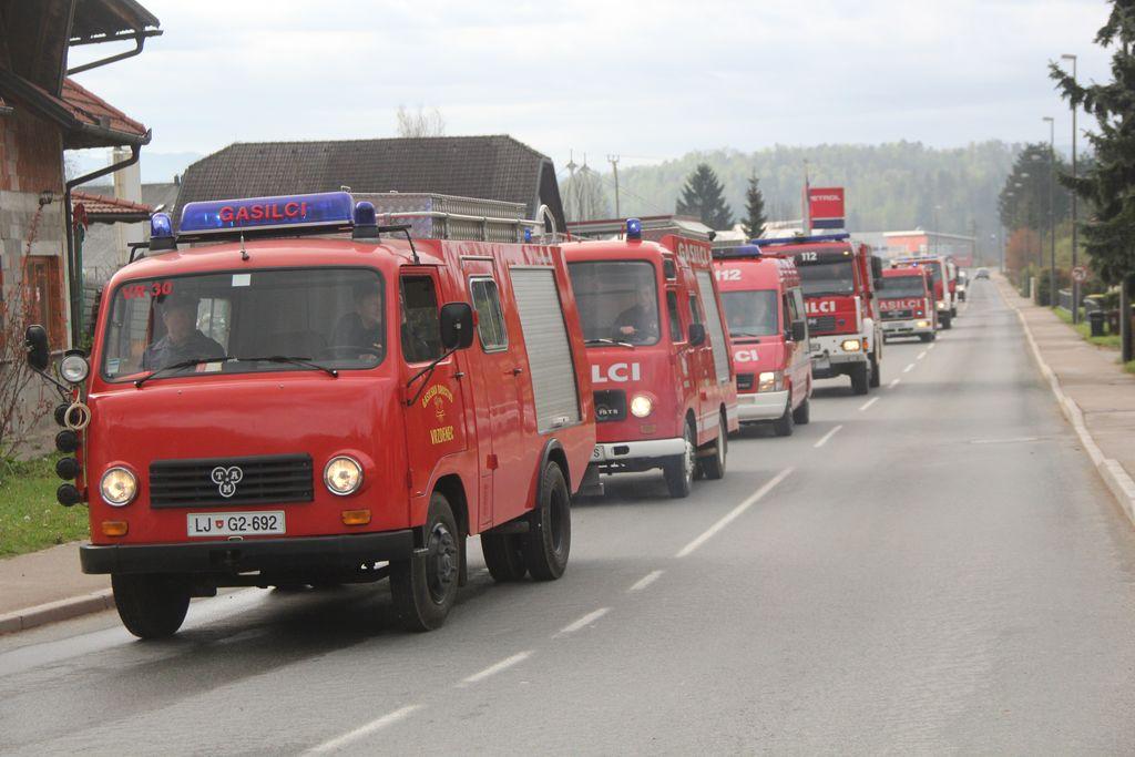 Veličasten pogled na gasilsko kolono je razveseljeval občane.