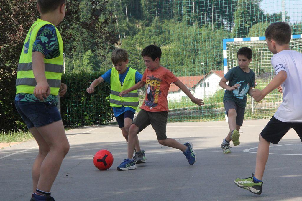 Čebelji nogometni turnir in športni dan