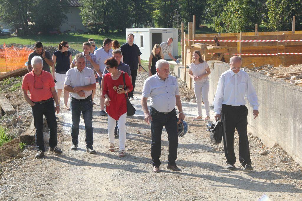 Občinski svetniki so imeli pomembno vlogo pri potrjevanju projekta.