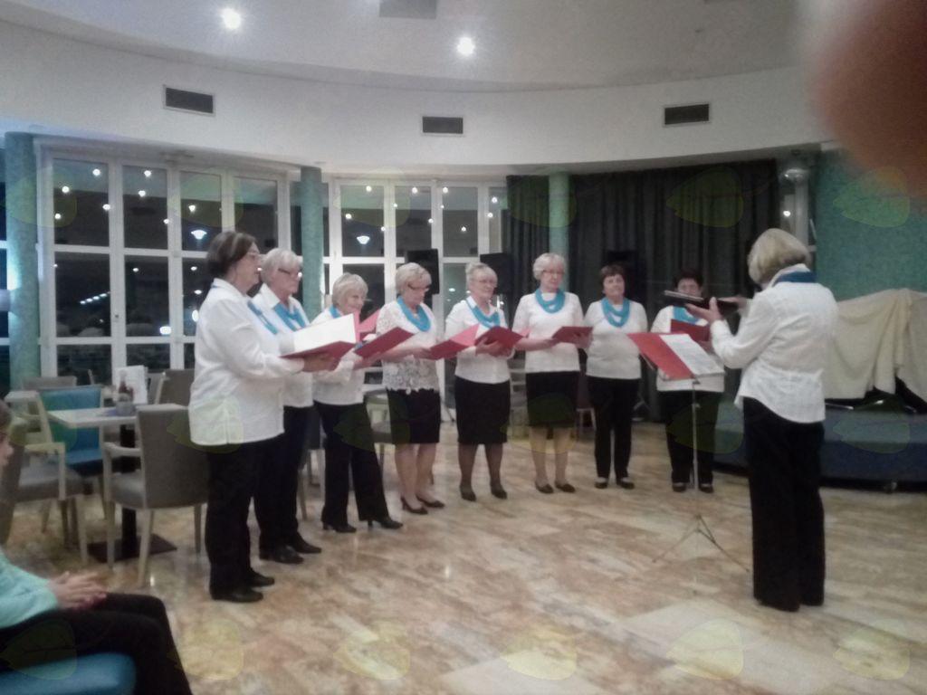 Koncert ŽPZ »Josipine Turnograjske« Društva upokojencev Preddvor v hotelu »Delfin« v Izoli